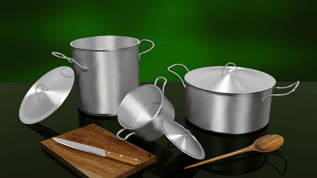 Potten en pannen voor in uw keuken te gebruiken.